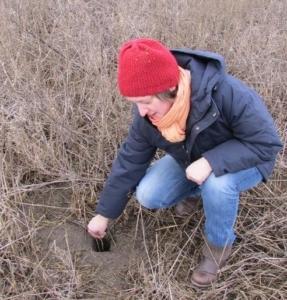 Saskia Jerosch bei der Feldarbeit