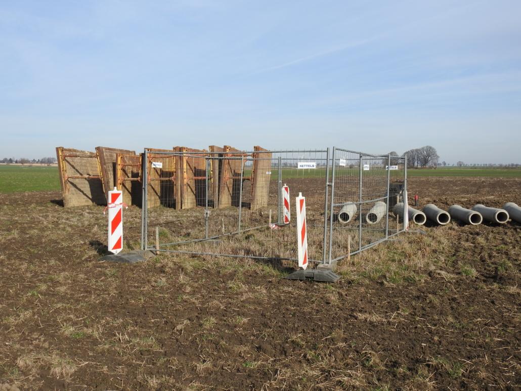 umzäunter Feldhamsterbau in Baugebiet